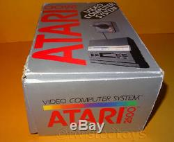 Vintage 1986 Atari 2600 Pal Système De Jeu Vidéo Console Wars Boxed + Étoile Bundle